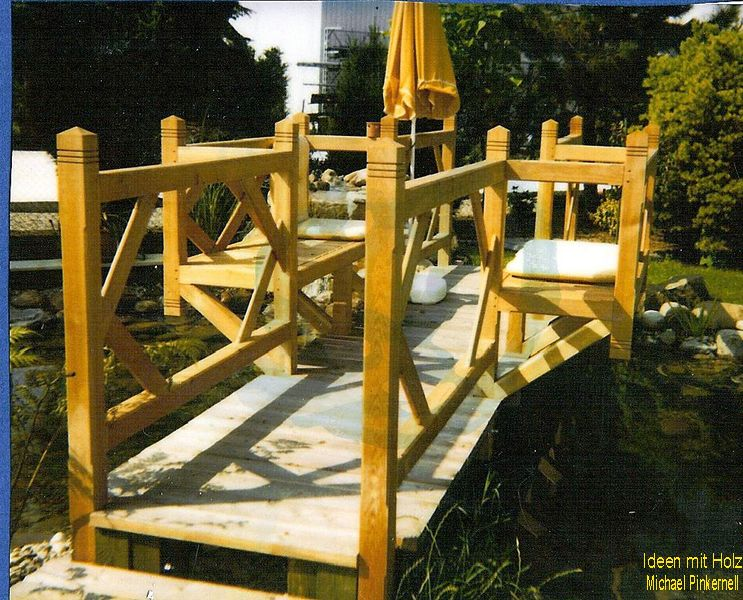 Brücke über einem Teich