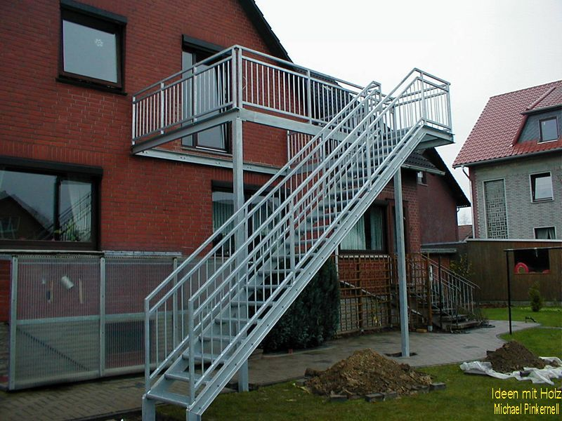 Stahlbalkon mit Treppe