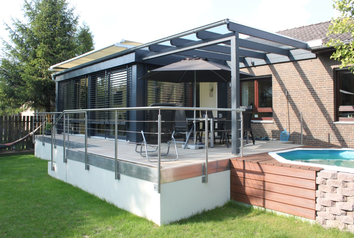 Neubau eines Wintergartens mit Terrassenüberdachung und Pool